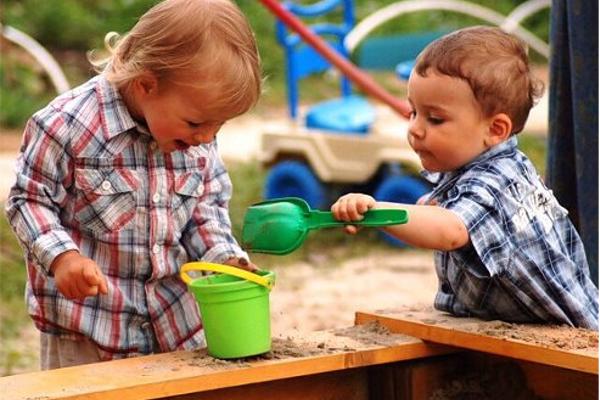 як навчити дитину спілкуватися з однолітками-1