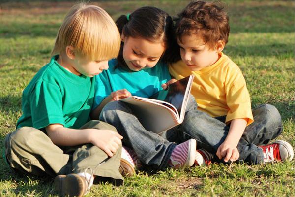 як навчити дитину спілкуватися з однолітками