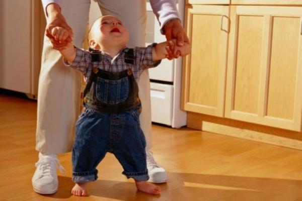 як навчити дитину ходити-1