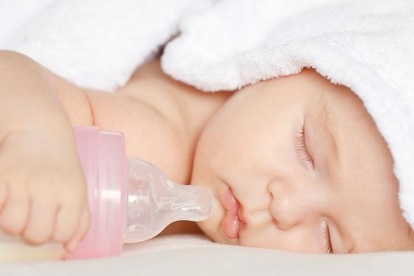 Як відлучити дитину від нічного годування