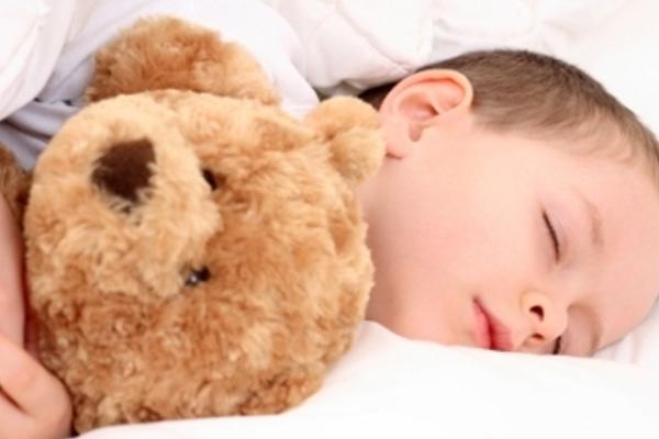 Чому дитина скрегоче зубами коли спить-3