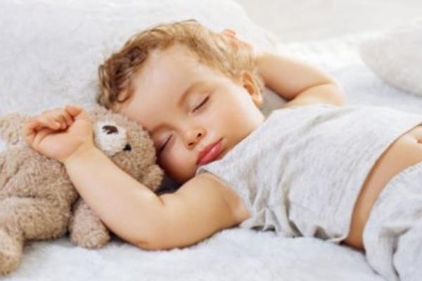 чому дитина не спить вночі-1