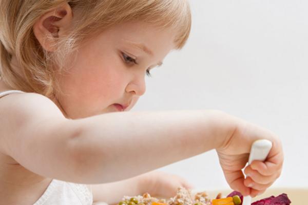 чому дитина погано їсть-1