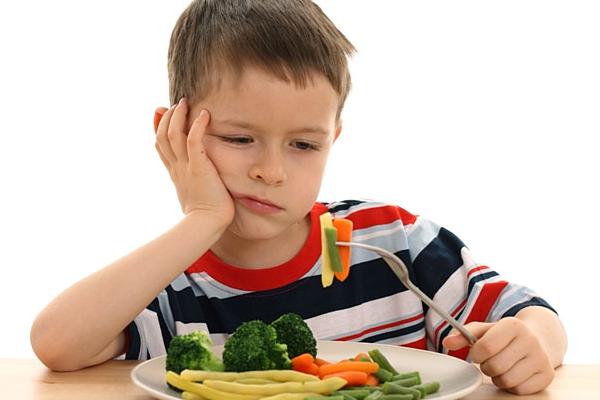 чому дитина погано їсть