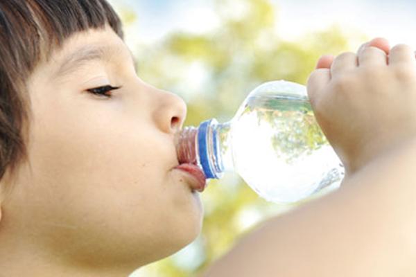 коли давати дитині воду-1