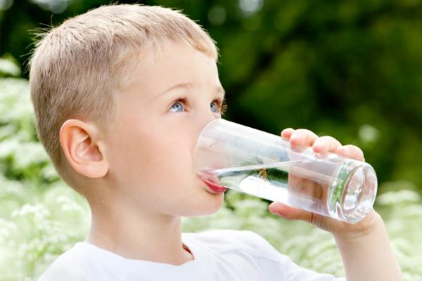 чому дитина багато п'є
