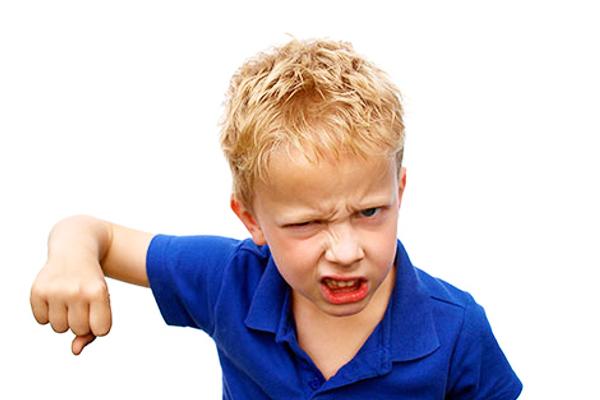 чому дитина б'ється-1