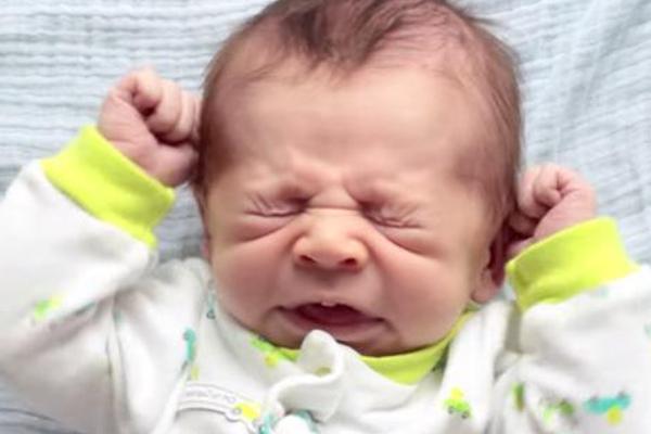 чому дитина чхає-1