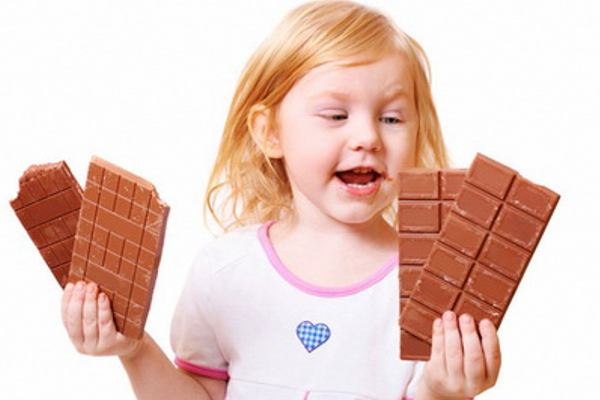 Чому дитина їсть багато солодкого-1