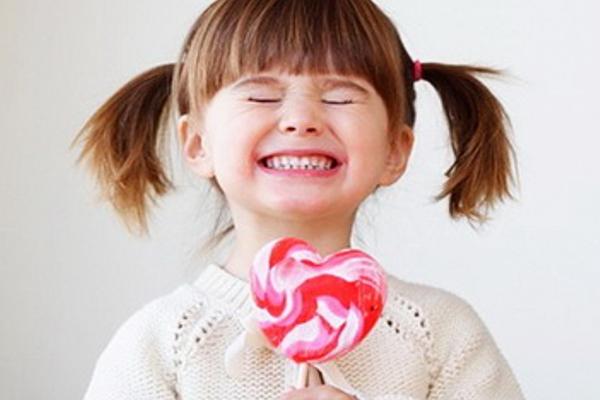 Чому дитина їсть багато солодкого