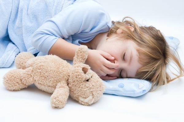 Чому дитина розмовляє уві сні