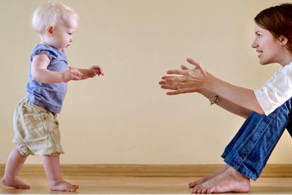 чому дитина боїться ходити