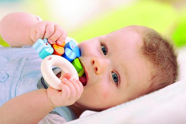 в якому віці у дитини ріжуться зуби-2