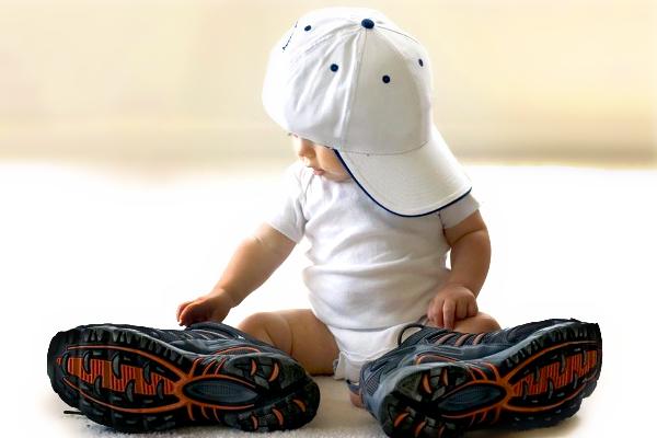 Коли дитина має стояти
