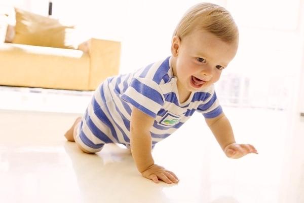 що вміє дитина в 9 місяців