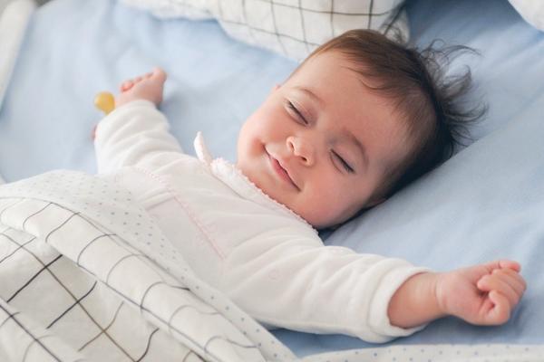 дитина спить разом з батьками-3