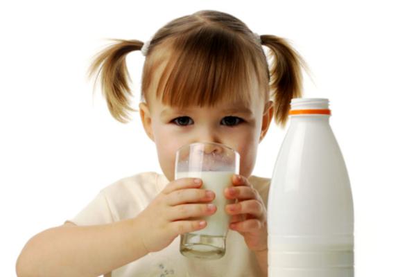 коровяче молоко для дитини