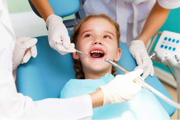 стоматолог та дитина-1